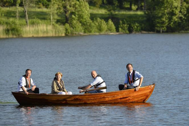 David Cameron, Angela Merkel, Fredrik Reinfeldt et Mark Rutte, sur le lac de la résidence d'été du premier ministre suédois, près de Stockholm, le 9 juin 2014.