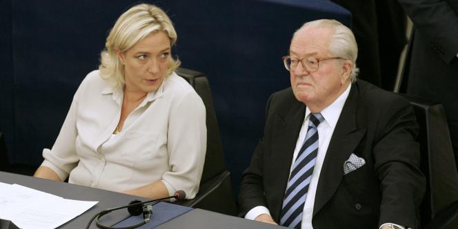 Marine et Jean-Marie Le Pen au Parlement européen, à Strasbourg, le14juillet2009.