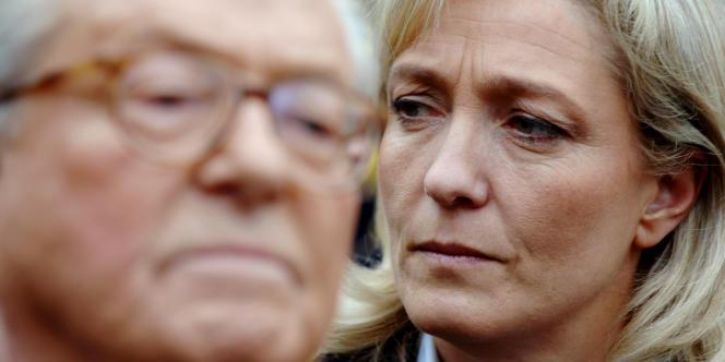 Jean-Marie et Marine Le Pen à La Trinité-sur-Mer, en 2007.