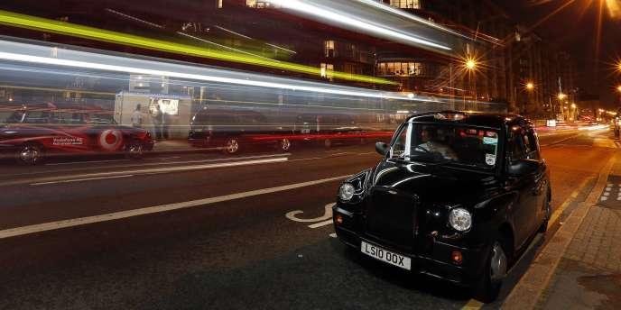A Londres, on compte 23 000 taxis noirs officiels, contre 53 000 véhicules de tourisme avec chauffeur.