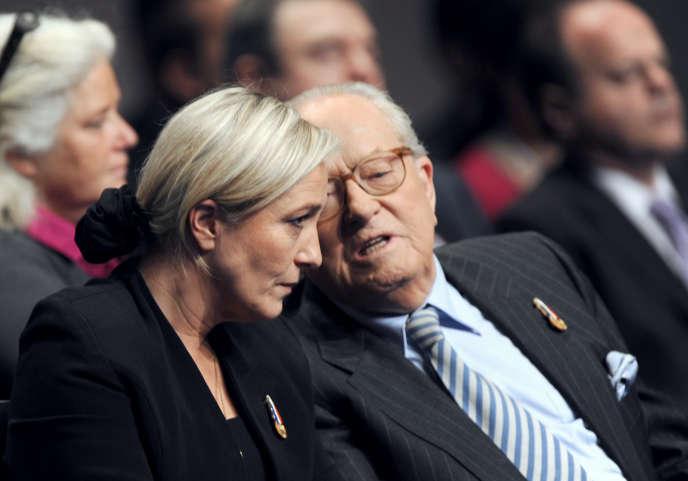 Marine et Jean-Marie Le Pen en janvier 2011 à Tours.