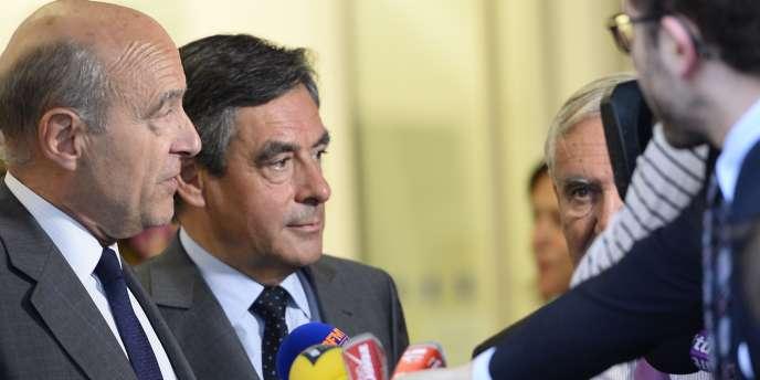 Alain Juppé et François Fillon à la sortie du bureau politique qui les a provisoirement nommés, le 10 juin, à la tête de l'UMP aux côtés de Jean-Pierre Raffarin.