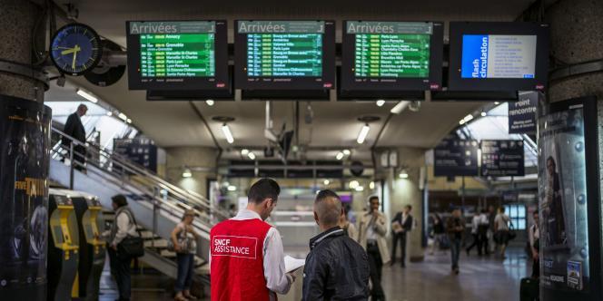Le syndicat SUD-Rail a annoncé vendredi que les cheminots allaient revoter la grève jusqu'à lundi.