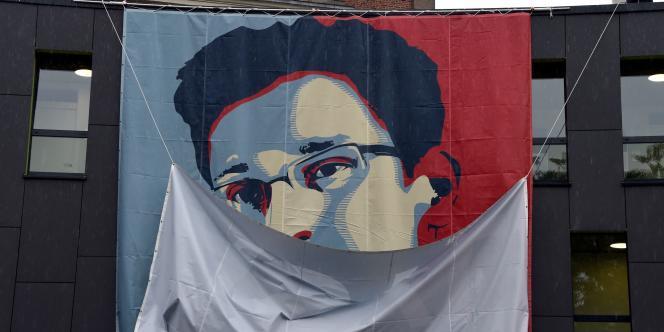 Un poster d'Edward Snowden déployé sur la devanture d'une université allemande.