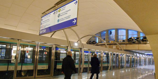 Sur le quai de la ligne 14 du métro parisien, station Saint-Lazare, en 2003.