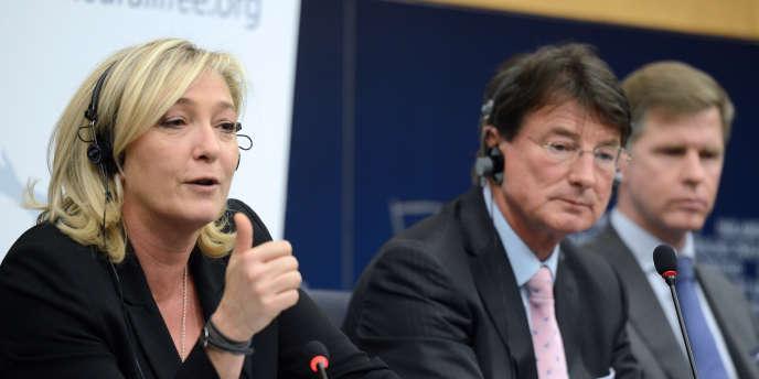 Les eurodéputés Marine Le Pen (FN), Franz Obermayr (Parti de la liberté d'Autriche) et Philip Claeys (Vlaams Belang), à Strasbourg, en 2012.