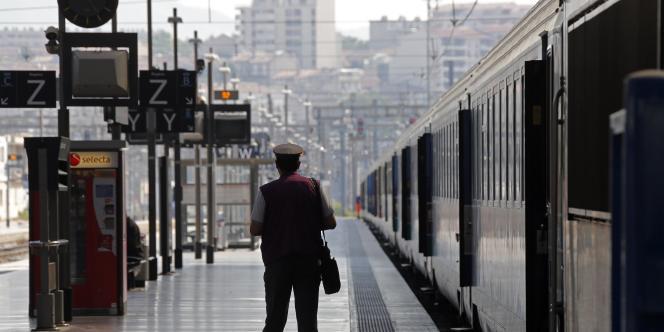 Le rapport de la commission sur l'avenir des trains d'équilibres du territoire (TET), anciens « Intercités », qui a été remis mardi 26 mai au secrétariat d'Etat aux transports, est sévère sur l'état de ce maillage ferroviaire emprunté quotidiennement par quelque 100 000 passagers