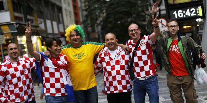 Des supporteurs croates dans les rues de Sao Paulo, le 10 juin.