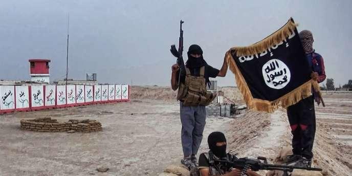 Des combattants de l'EIIL au nord de Bagdad, le 12 juin 2014.