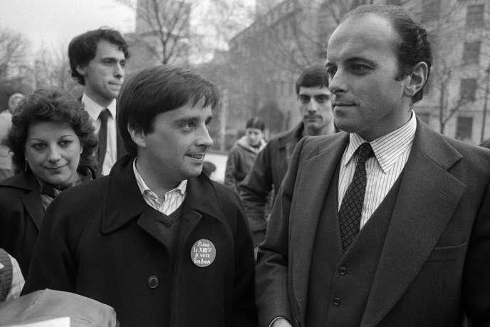L'imitateur et humoriste Thierry Le Luron est venu soutenir le maire RPR du 13ème arrondissement de Paris Jacques Toubon, en campagne électorale lors du second tour des élections municipales, le 09 mars 1983, à Paris.