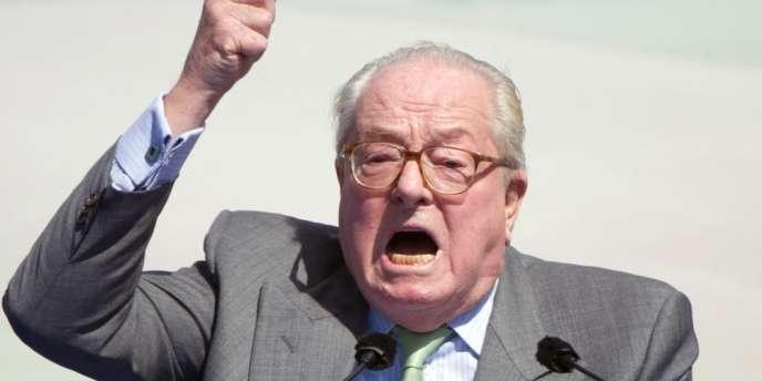 Visé par une enquête préliminaire sur sa fortune, l'eurodéputé et président d'honneur du FN se serait enrichi de 1,127 million entre 2004 et 2009, selon le site d'informations.