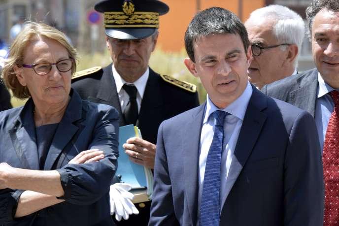 Marylise Lebranchu et Manuel Valls lors d'un déplacement à Annonay (Ardèche) le 13 juin pour les Assises des petites villes de France.