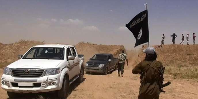 Des combattants de l'EIIL à la frontière entre la Syrie et l'Irak.