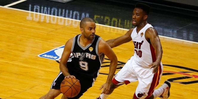Pour la deuxième fois en trois jours, les Spurs ont surclassé Miami dans sa salle (107-86), jeudi lors du match 4. Ils sont à une victoire du cinquième titre de leur histoire.