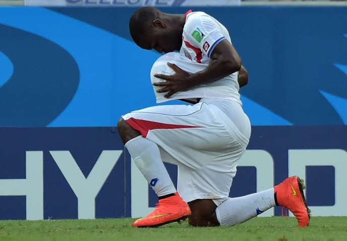 Joel Campbell célèbre à sa manière son but pour le Costa Rica.