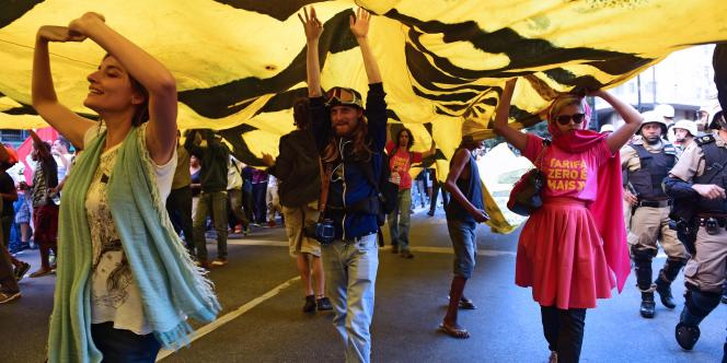 A Belo Horizonte, le 14 juin, lors des manifestations anti Mondial au Brésil.