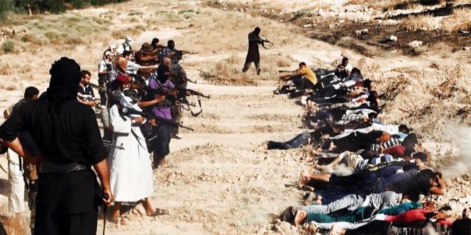 Image mise en ligne le 14 juin sur un site djihadiste présentant l'exécution de membres des forces de sécurité irakiennes par les membres de l'EIIL dans la province de Salaheddin.