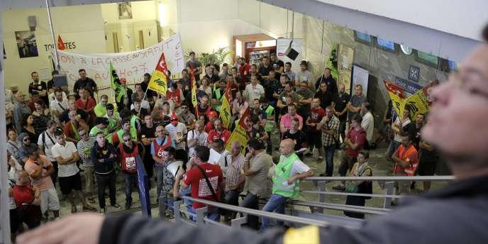 Un rassemblement de cheminots grévistes à la gare de Lyon-Perrache, le 16 juin.