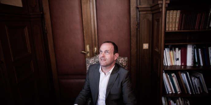 Steeve Briois, maire d'Hénin-Beaumont (Pas-de-Calais), le 12juin dans son bureau.