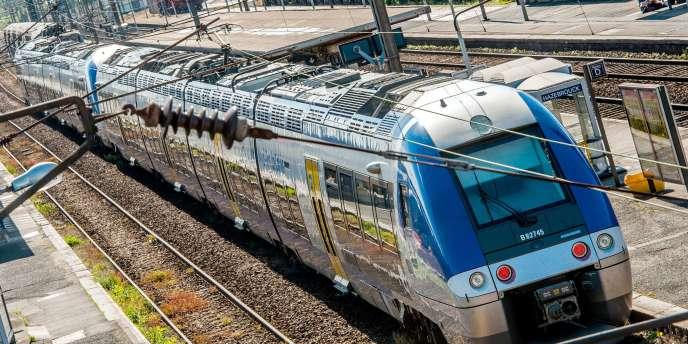 Un train express régional (TER) à la gare d'Hazebrouck, le 22 mai.