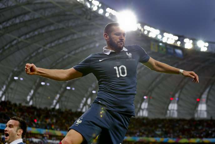 Karim Benzema célèbre son deuxième but personnel et le troisième de l'équipe de France, dimanche 15 juin, à la 72e minute du match contre le Honduras.