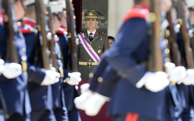 Le prince Felipe lors d'une cérémonie militaire le 3 juin sur le site royal de Saint-Laurent-de-l'Escurial, à 45 km au nord-ouest de Madrid.