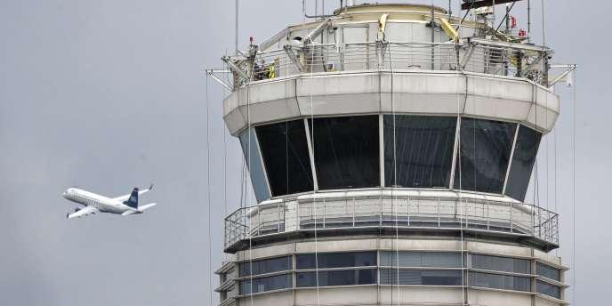 Un avion décolle de l'aéroport de Washington en mars 2014.