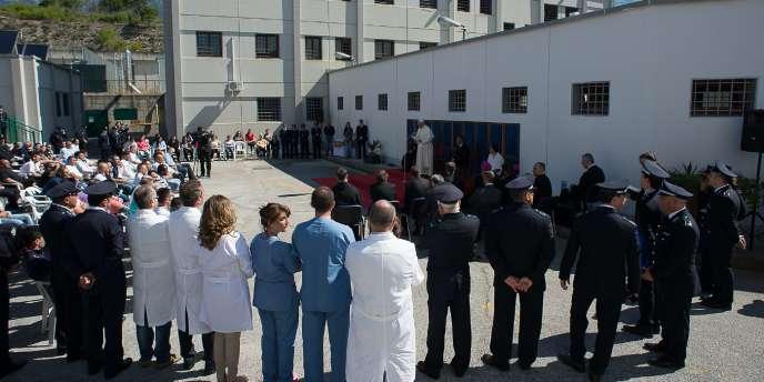 Le pape François à la prison de Castrovillari, dans le sud de l'Italie.
