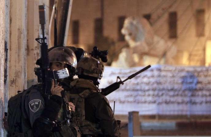 Des militaires israéliens à Ramallah, le 22 juin 2014.
