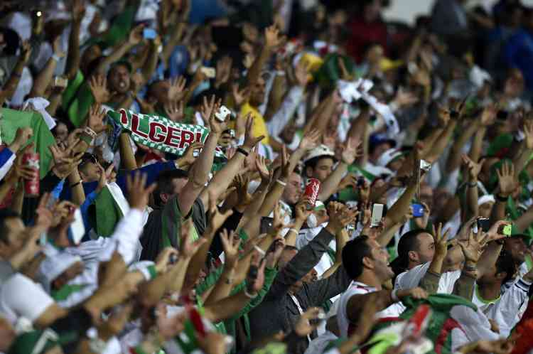 Algeria's fans celebrate at the end of the Group H football match between South Korea and Algeria at the Beira-Rio Stadium in Porto Alegre during the 2014 FIFA World Cup on June 22, 2014. Algeria won 4-2. AFP PHOTO / PHILIPPE DESMAZES