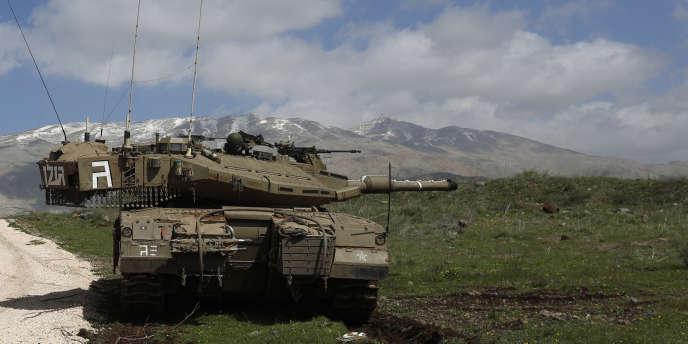 Un blindé israélien sur le plateau du Golan, à la frontière entre Israël, la Syrie et le Liban.