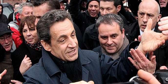 Xavier Bertrand (à droite, au côté de Nicolas Sarkozy) estime que la politique menée par l'ex-chef de l'Etat à l'Elysée « n'a pas été à la hauteur de l'exigence de vérité et de résultat ».