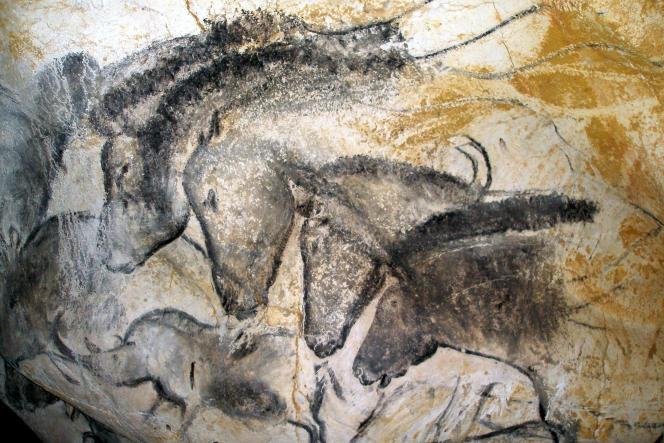 La Caverne ornée du Pont d'Arc, dite « grotte Chauvet », est située en Ardèche.