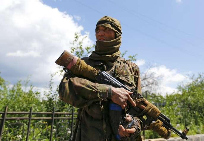 Un séparatiste prorusse à Siversk, dans la région Donetsk, le 22 juin.