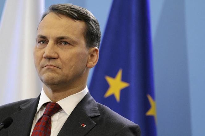 Le ministre polonais des affaires étrangères, Radoslaw Sikorski, le 25 février à Varsovie.