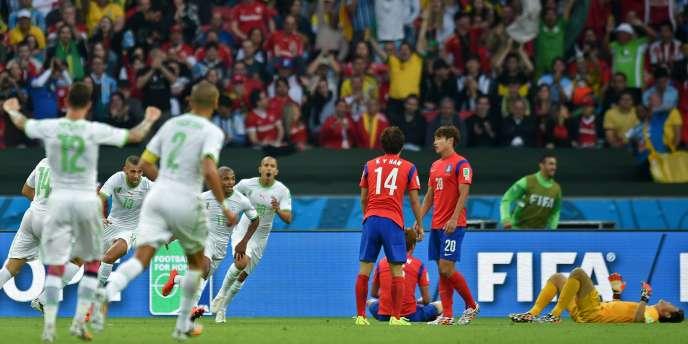 La joie des joueurs Algériens, le 22 juin à Porto Alegre.