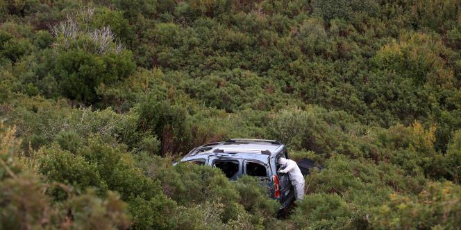 Relevé d'indices sur le véhicule d'Albert Pieri, tué le 23 janvier 2012.