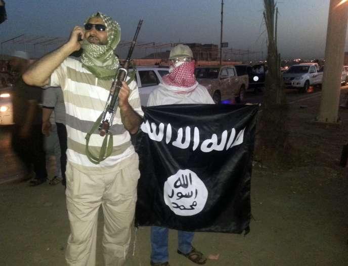 Partisans de l'EIIL à Mossoul, le 23 juin.