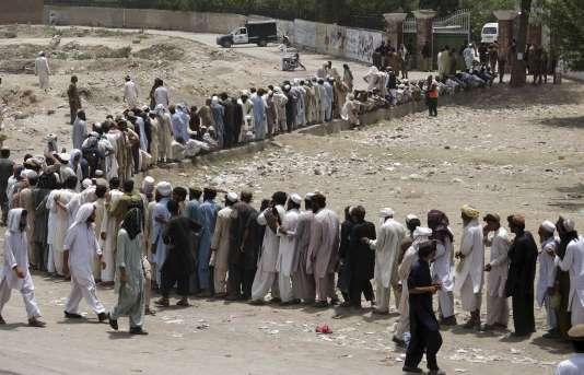 Les forces pakistanaises ont lancé en juin 2014 une vaste opération contre les fiefs talibans au Waziristan du Nord, une zone tribale ayant servi de sanctuaire et de base arrière à de nombreux groupes djihadistes depuis plus d'une décennie.