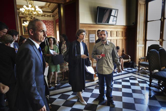 Le docteur Eric Kariger (à gauche), chef du service des soins palliatifs au CHU de Reims , François Lambert et son avocate Madeleine Munier-Apaire, le 24 juin au Conseil d'Etat.