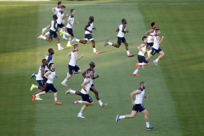L'équipe de France sur la pelouse du Botafogo FC, le 22 juin, à Ribeirao Preto.