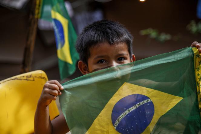 Un jeune amérindien de la communauté Satere-Mawe, le 12 juin à Manaus.