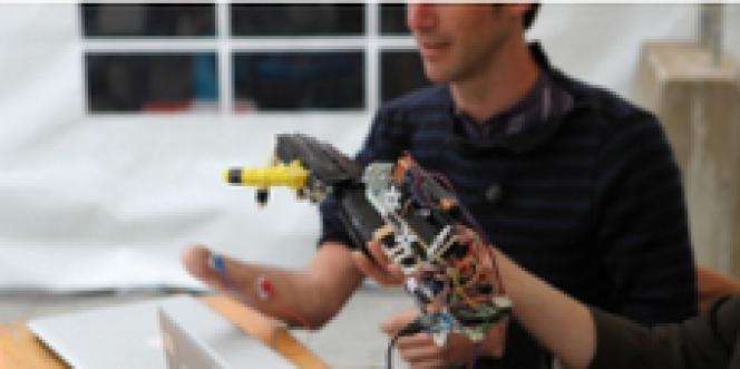 Nicolas Huchet et sa main robot