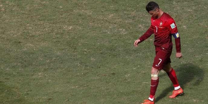 Le dépit de Ronaldo après l'élimination du Portugal, le 26 juin à Brasilia.
