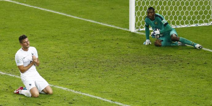 Giroud dépité devant le gardien équatorien Dominguez, le 25 juin à Rio.