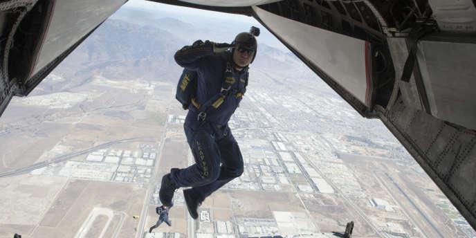 Lors d'une démonstration de saut en parachute de l'US Navy à San Diego, en 2013.