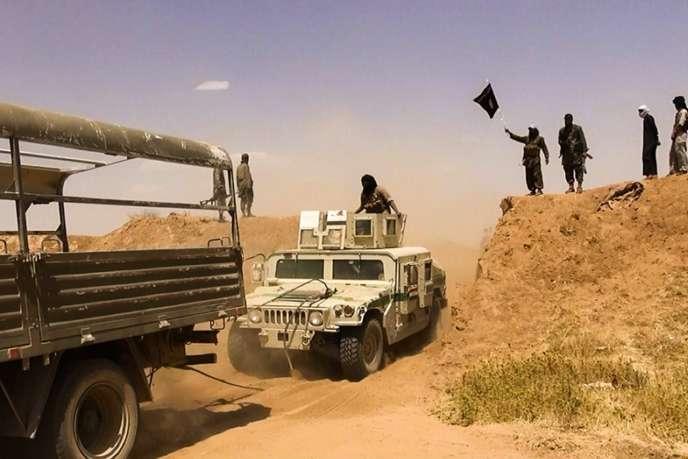 Des combattants de l'Etat islamique, à la frontière irako-syrienne.