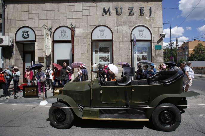 La réplique de la voiture dans laquelle l'archiduc d'Autriche se trouvait lors de l'attentat du 28 juin 1914 est exposée à Sarajevo.