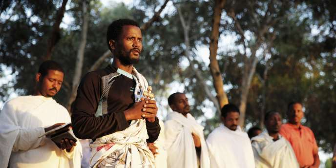 Des demandeurs d'asile africains ont entamé un sit-in à la frontière égyptienne pour dénoncer leurs conditions de détention dans le camp de Holot, en Israël, le 28 juin 2014.