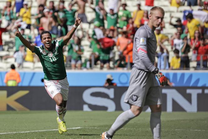 Giovani dos Santos exulte après son ouverture du score.